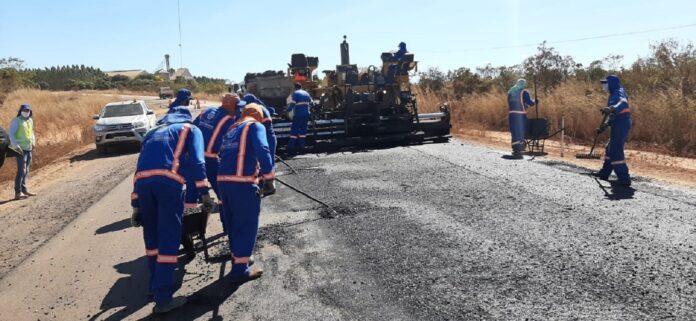 Obras de pavimentação entre Paranatinga e Sete Placas