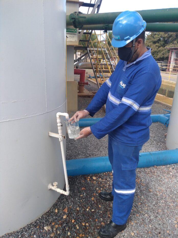 Concessionária Águas Canarana reforça importância de manter a limpeza da caixa d'água em dia para garantir confiança no consumo.