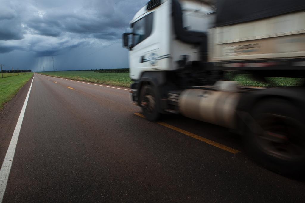 Os caminhoneiros são fundamentais para nosso nosso estado e país, pois nosso sistema de transportes é maioritariamente terrestre.