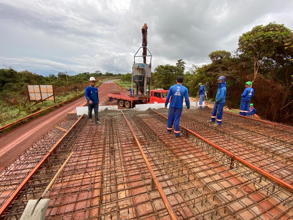 Três novas pontes, sendo duas de concreto e outra de madeira, devem ser liberadas para o tráfego neste mês de dezembro em Canarana.