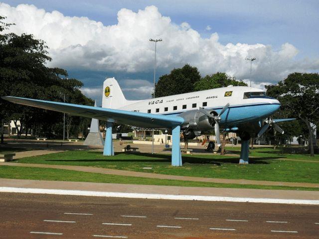 avião da praça canarana